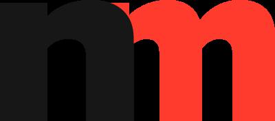Tabla NDNV-a prelepljena nacionalističkom nalepnicom